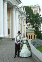 Князь и княгиня встречают молодожёнов